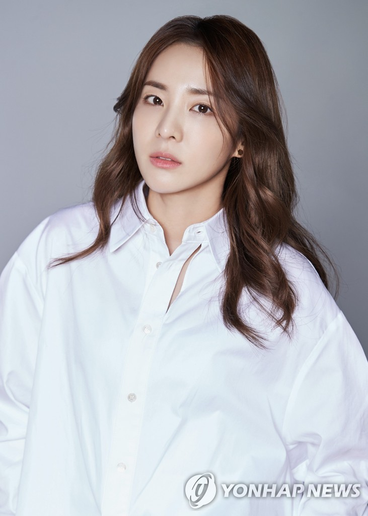 Sandara Park's exclusive contract with YG Entertainment comes to an end after 17 years